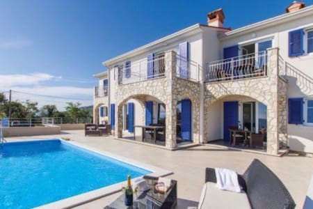 VillaBlu 517 with Sea view and pool - Zagore