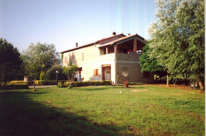 Bolsena-Casa in campagna e in riva al lago Ovest