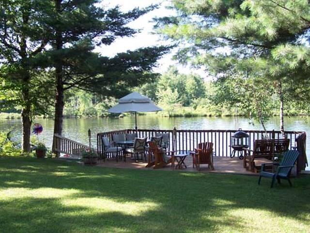 Cozy Riverfront Cottage - Colton - Casa