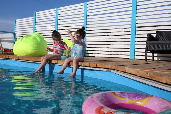 Домик 2-х комнатный с бассейном «Вкус лета»