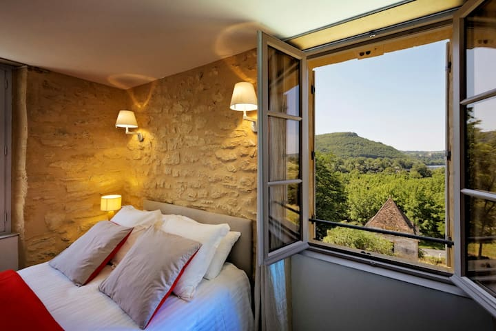 Bedroom with an amazing view in a B&B in Périgord - Saint-Vincent-de-Cosse - Guesthouse