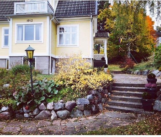 Sekelskiftespärla nära till centrala Stockholm