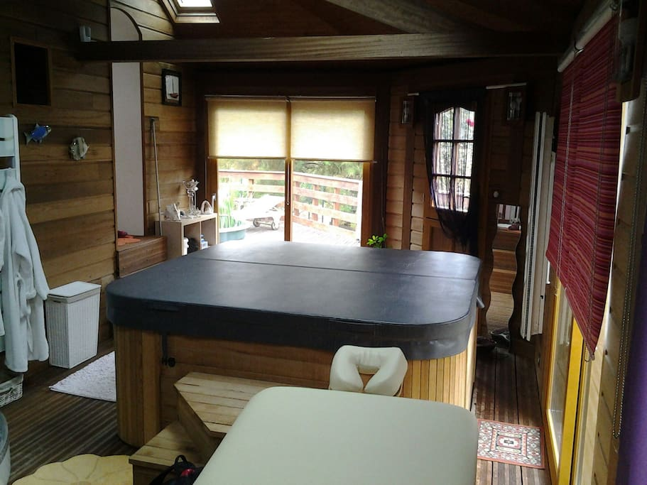 Spa, sauna, detente sur réservation et a régler sur place.