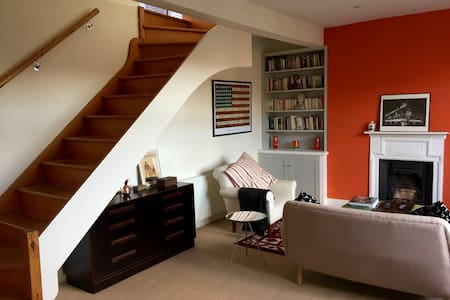 Stylish top floor 1 bed flat in West Hampstead