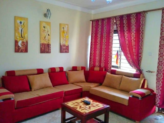 Apartment in Kampala with 2 balconys and BahaiView - Kampala - Appartamento