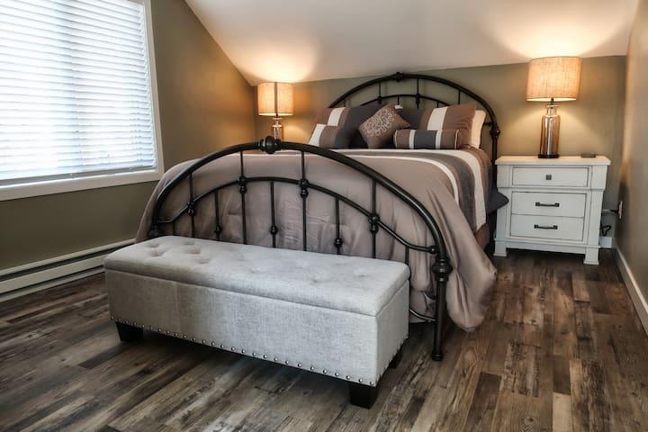 Studio Bedroom with Queen Size Bed