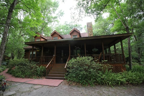 Withlacoochee River Retreat and Log Cabin Getaway