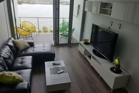 Breathtaking river views, Top 20th floor, parking - East Perth