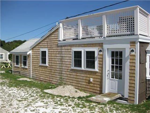 Charming Mayo Beach Cottage