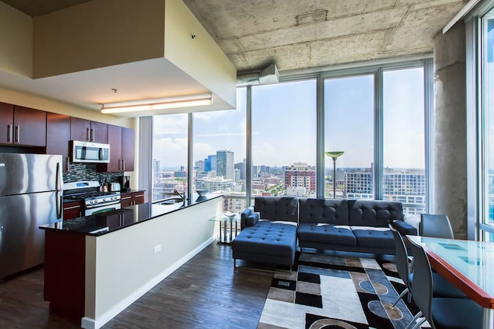 2 Bedroom Penthouse - South Loop / Downtown (2206)