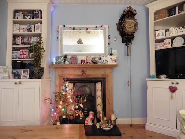 Lovely, artistic 3 Bed home Gold Cup week  to let - Cheltenham - House