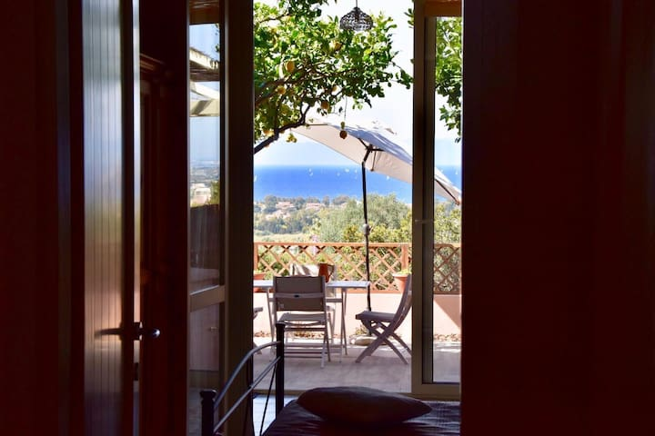 Casa Limone, with spectacular view and gas BBQ!!