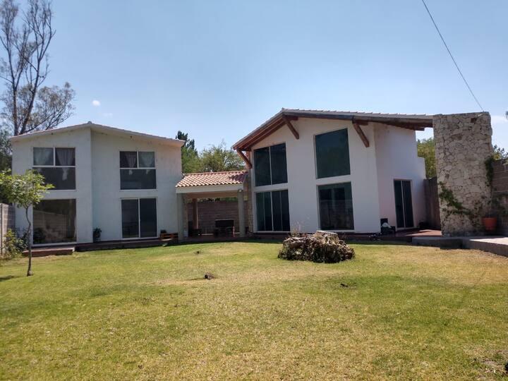 Casa de campo 2 y/o jardin en privada residencial