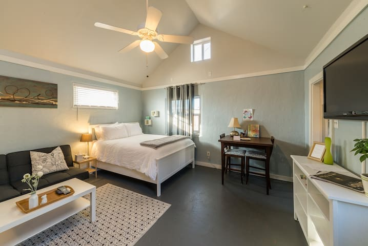 Cute & clean Casita! Close to Downtown! - 앨버커키