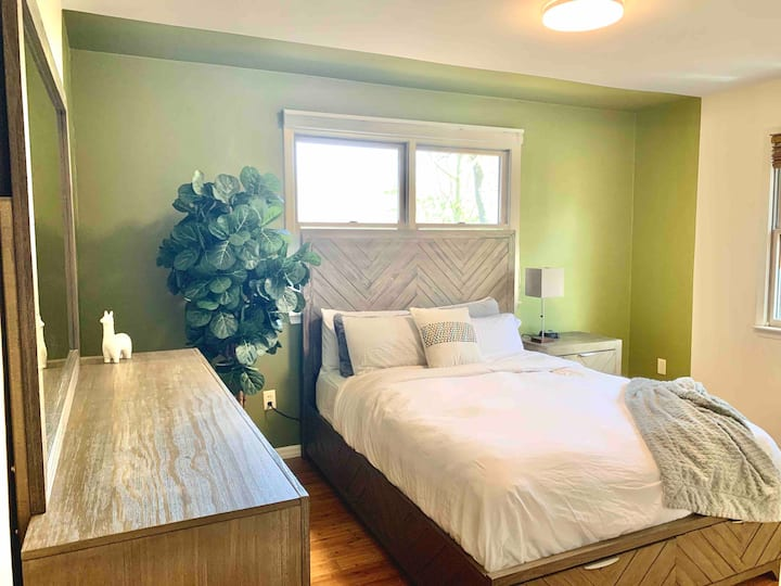 Cozy modern room,could be your home away from home