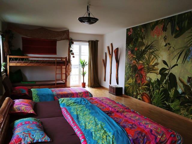 Weltenhaus / 6-Bett Zimmer Peru