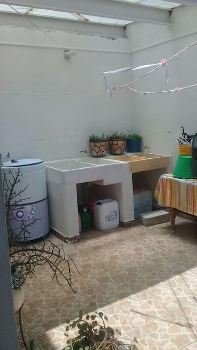 El cuarto de lavado tambien es area común.