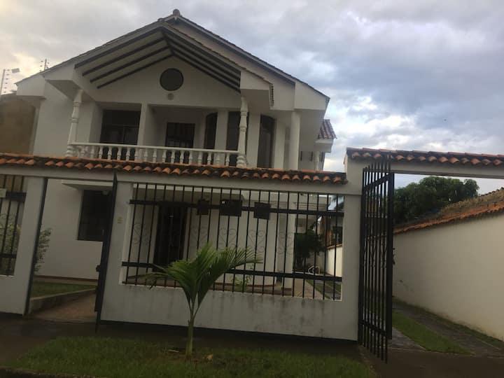 Casa en Anapoima con piscina privada y jacuzzi