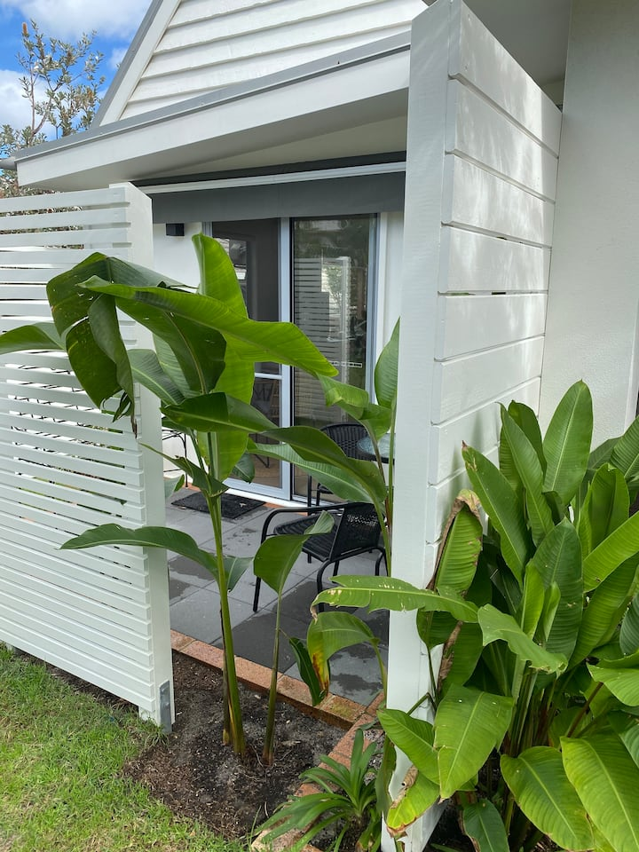 Spacious pet friendly apartment in Peregian Beach.