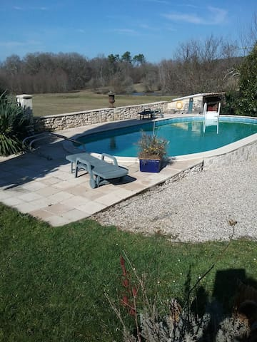 House - 130 km from the beach - La Force - Casa
