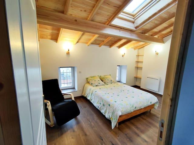 Chambre lumineuse dans beau duplex rénové
