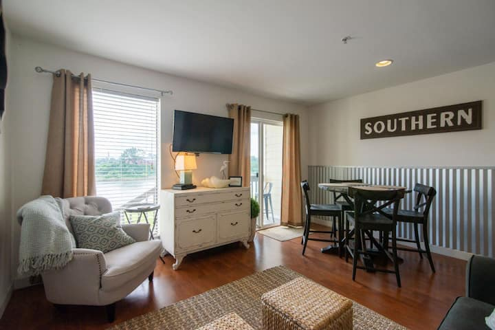 COZY AND VERY CONVENIENT TO DOWNTOWN!!
