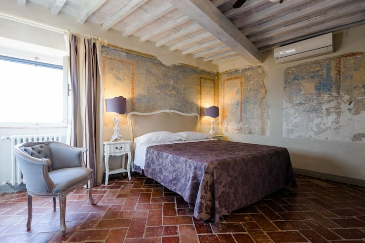 Charming double rooms of a 16th century villa