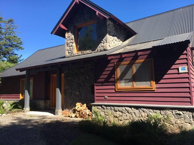 Espectacular casa en el Lago Lolog, SM d los Andes
