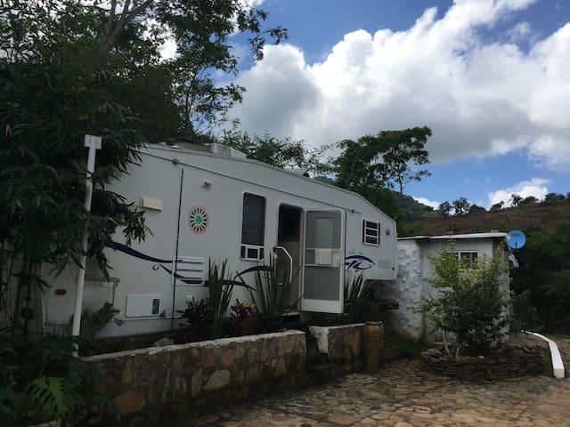 Casa Rodante 2 en la Ecoaldea Ojo del Cielo - Jalcocotán - Camper/RV