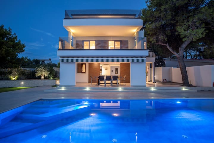 ctra162 - Modern villa with private pool and breathtaking views, 7 adults + 2 children in Rogoznica - Trogir