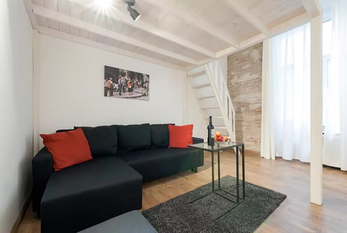 Cozy Loft Apartment with AC Close to Downtown - Budapest - Huoneisto