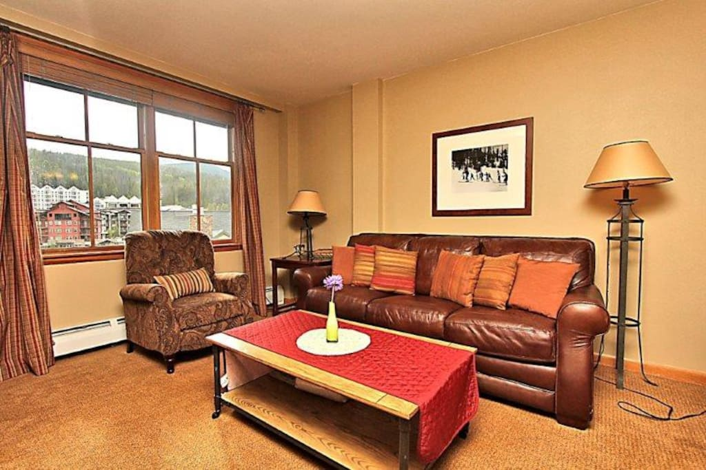 Inviting decor and comfortable mountain furnishings.