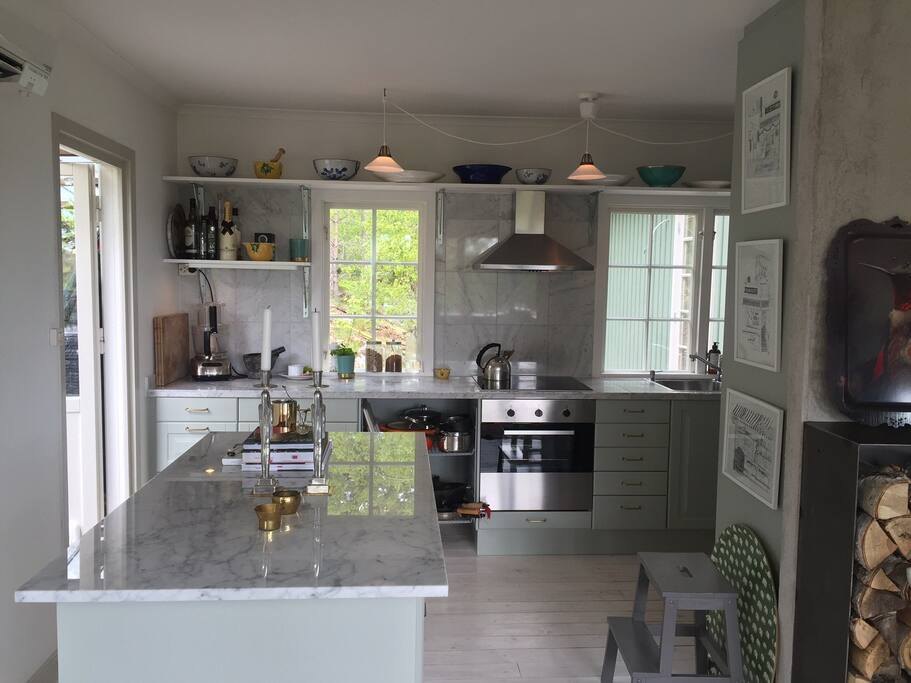 Fully equipped kitchen, dinner table for 8 and fire place