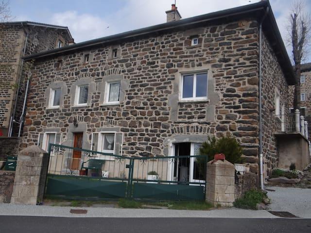 Maison typique en pierre de pays - Saint-Front - Casa