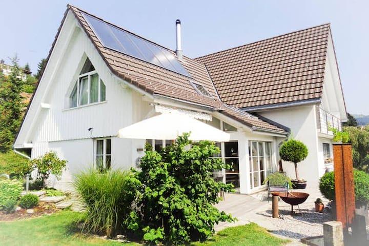 Schönes Haus an ruhiger Lage (Zimmer 2)