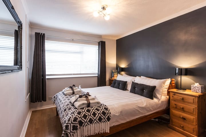 Contemporary & peaceful double room with breakfast - Deal - Casa