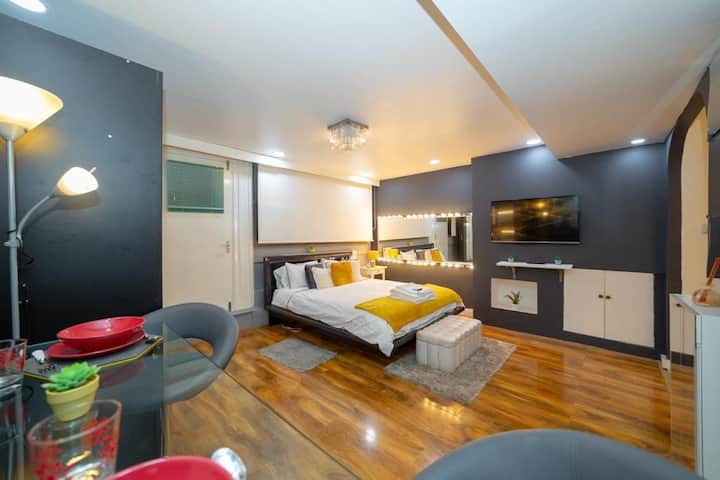 Chic Studio Apartment in the heart of London