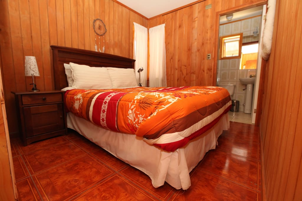 Habitacion Chinay , categoria estandar , cama matrimonial , baño privado , tv cable e internet wi fi.