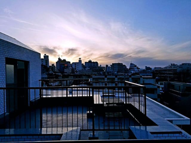 Huge Balcony Penthouse - 8min Train to Shinjuku - Suginami-ku - Apartament