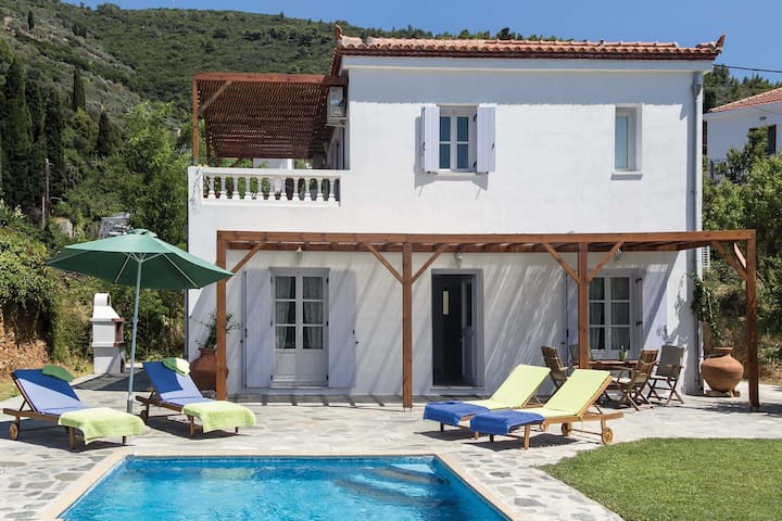 Villa Pomegrenate with pool on Sopelos Island