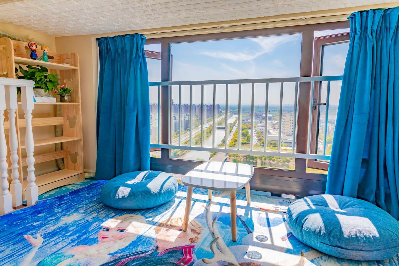 迪士尼 JY+冰雪奇缘主题设计师高端LOFT双层房带巨幕投影近浦东机场(新房特惠)