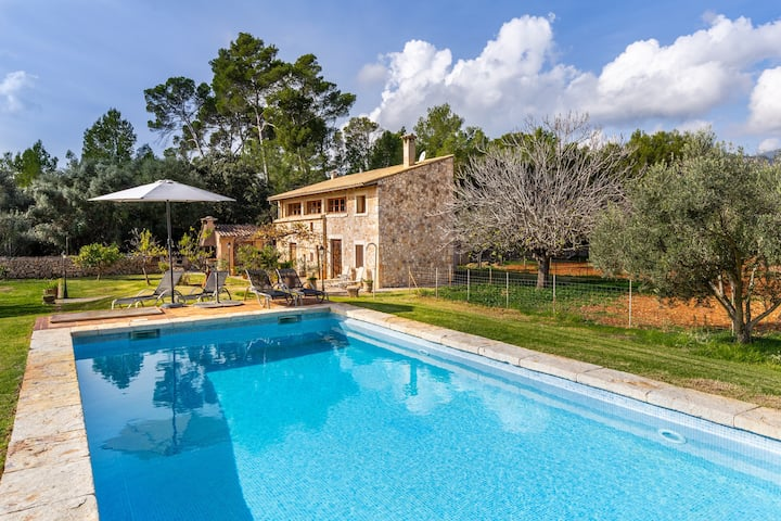 """Beautiful Country Home """"Bonafe"""" with Mountain View, Pool, Terrace, Garden, A/C & Wi-Fi; Parking Available"""