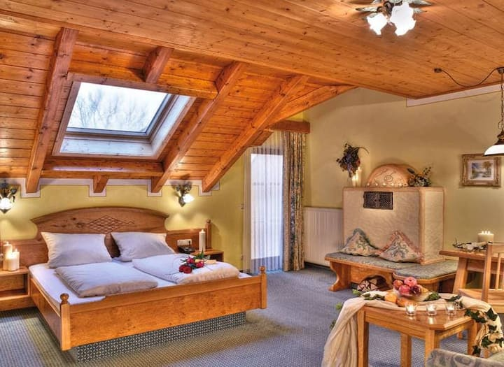 Natur- Wohlfühlhotel Brunner Hof OHG (Arnschwang), Familienzimmer Gänseblümchen (ca. 53,5qm) mit Kachelofen