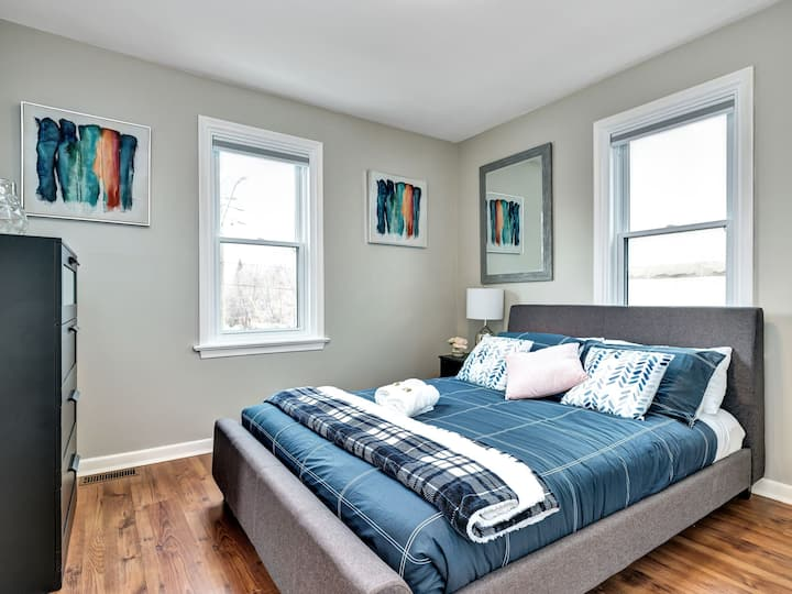 Newly Renovated - Modern 2BR with King Bed - Near Downtown!