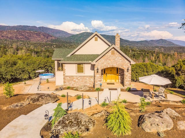 Secluded Cottage w/Mtn Views - 35 Mins to Yosemite