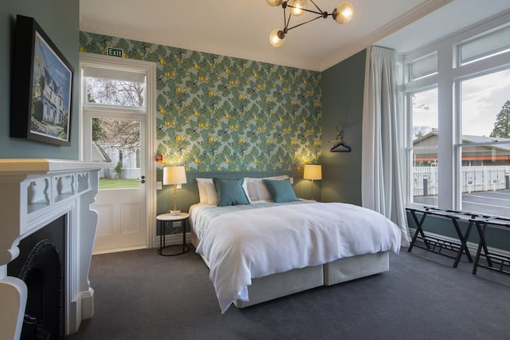 The Vicarage Geraldine Deluxe Room Downstairs