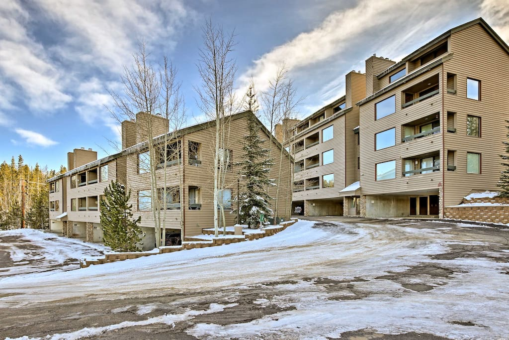 This condo complex is located within walking distance of downtown!