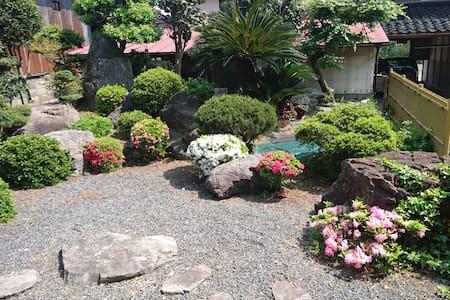 Homestay Japanese garden,  pick up service ,meal
