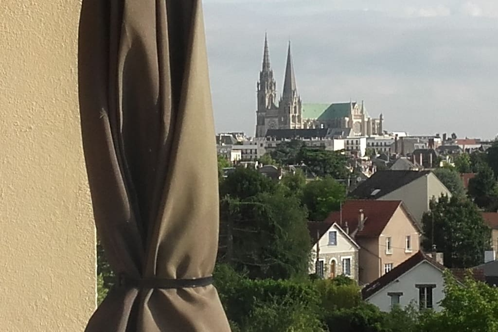 grand t2 vue cath drale condominiums for rent in chartres centre val de loire france. Black Bedroom Furniture Sets. Home Design Ideas