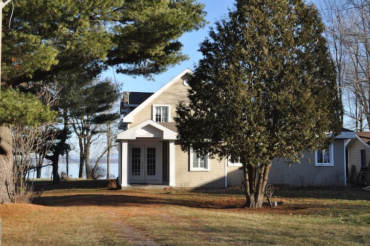 Maison du bord du lac - Saint-Georges-de-Clarenceville - Casa